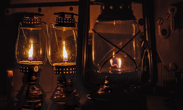 How To Tell If An Oil Lamp Is Valuable